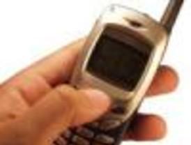 Chilenos mayores de 50 años gastan más en telefonía celular que otros países