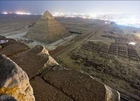 Tres fotógrafos rusos podrían terminar en la cárcel tras subir a la pirámide de Keops