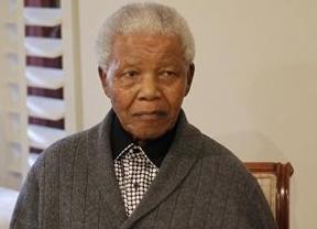 Mandela abandona el hospital pese a seguir crítico y, en ocasiones,