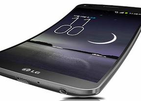 LG anuncia G Flex, el smartphone curvado con gran batería, carcasa autorreparable y botones traseros