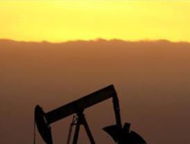 Petróleo supera los 100 dólares por barril