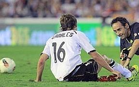 Un golazo de Canales ante un Granada peleón sube al Valencia al liderato a falta de los partidos de hoy (1-0)