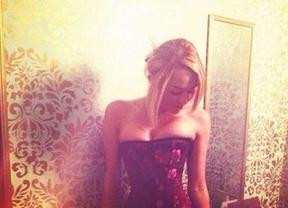 Miley Cyrus luce lencería sexy en su enésima foto subida de tono en Twitter