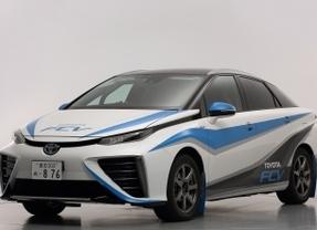 El sedán de pila de combustible de Toyota, 'coche cero' del Rally de Shinshiro (Japón)