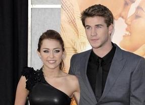 Miley Cyrus y Liam Hemsworth se comprometen con 'anillazo' de por medio