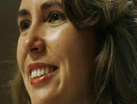 Respira por si misma, la congresista de Estados Unidos Gabrielle Giffords