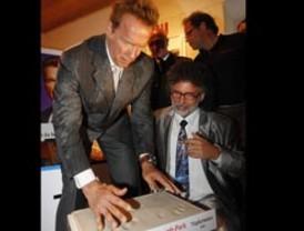 Arnold Schwarzenegger visita su museo