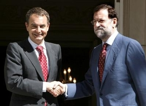 Rajoy y Zapatero han iniciado en La Moncloa el traspaso de poderes