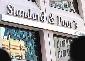 S&P eleva la nota de cinco comunidades y mejora la perspectiva de otras cuatro