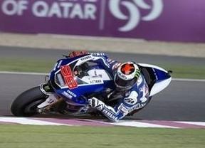El que da primero: el campeón Lorenzo logra la 'pole' en el GP de Qatar que abre la temporada