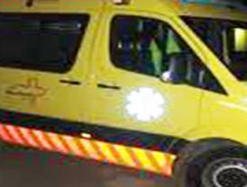 Un hombre herido grave tras caer desde un cuarto piso cuando descendía por una cuerda