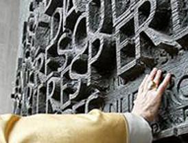 El Papa defiende el matrimonio tradicional y pide dignificar la natalidad