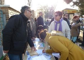 Recogen firmas en Toledo contra los recortes sanitarios y la saturación de las Urgencias