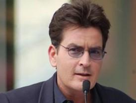 Charlie Sheen negocia indemnización millonaria por su despido