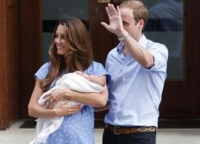 Los duques de Cambridge presentan a su hijo pero no revelan su nombre