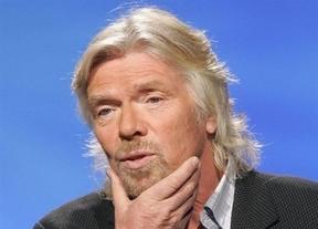 El dueño de Virgin Atlantic, azafata en un avión de la competencia por una apuesta