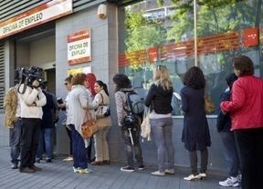 Los españoles dejan de percibir el paro como gran desastre nacional para preocuparse por los políticos