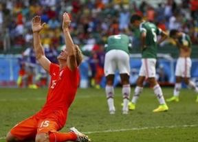 México se suicida en cinco minutos trágicos: Holanda remonta en la recta final con goles de Sneijder y Huntelaar de penalti (1-2)