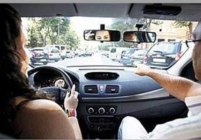 Adiós a memorizar los tests de conducir antes de presentarse al examen teórico: la DGT duplica las preguntas