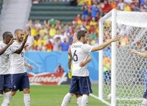 Francia, de cabeza a cuartos gracias a un testarazo de Pogba y un gol en propia puerta de Yobo (2-0)