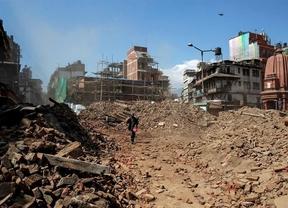El balance del terremoto se eleva a 6.841 muertos y más de 14.000 heridos