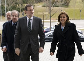 Rajoy se reúne con 'barones' y presidentes regionales del PP para dar una imagen de unidad