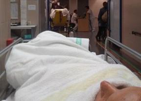 El PSOE vuelve a denunciar urgencias saturadas y camas en los pasillos del hospital de Guadalajara