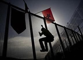Nuevo asalto de inmigrantes a la valla de Melilla que termina con una veintena de subsaharianos en suelo nacional