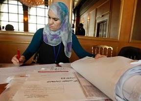 La otra cara de las elecciones en Túnez: 'pitada' a El Ganouchi por intentar colarse