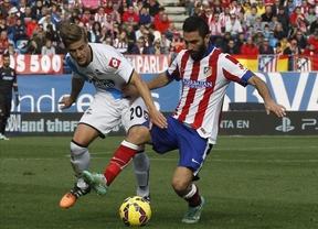 El Atlético vence al Depor en una jornada marcada por la reyerta entre 'ultras' (2-0)