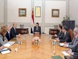 Mubarak cambia la cúpula de su partido
