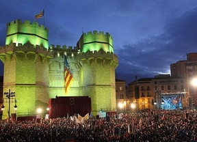 Las Fallas 2013 se presentan en la 'Crida' ante más de 75.000 personas