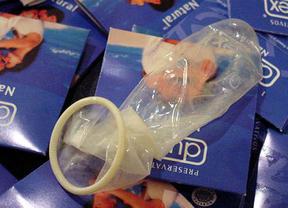 Más recortes en Sanidad: habrá folletos, pero no condones... ¡porque el empaquetado es caro!