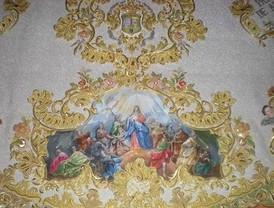 La lluvia da una tregua y permite a la Legión trasladar y entronizar al Cristo de Mena en Málaga