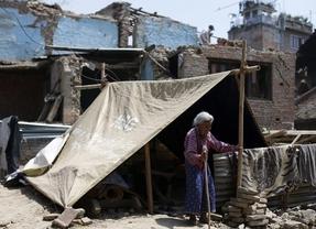 El número de muertos por el segundo terremoto de Nepal supera la centena