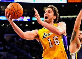 Pau Gasol está como nunca: con su 'triple-doble' lidera a los Lakers ante los Warriors (87-99)