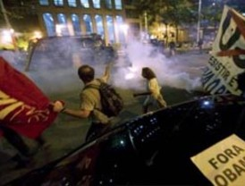 Un herido y 14 detenidos en manifestación contra la visita de Obama