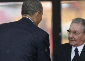 Críticas en todo el mundo a Obama por su saludo a Raúl Castro durante el funeral de Mandela