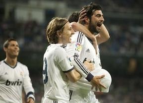 El Real Madrid le hace un 'set' al Málaga y aplaza el alirón culé (6-2)