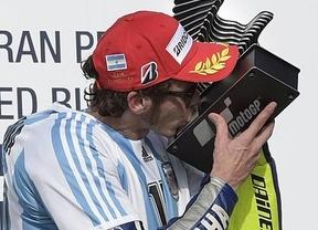 GP de Argentina: la caída de Márquez cuando peleaba con Rossi por la victoria le regala el triunfo al italiano, nuevo líder delMundial