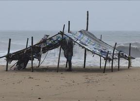 Más desastres naturales: el ciclón Thane arrasa India y deja 36 muertos