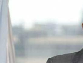 Funcionarios de Justicia le montan la bronca a Zapatero en su apertura de campaña