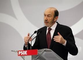 Rubalcaba hace contracampaña y califica de 'repugnante' la política del PP con los sindicatos