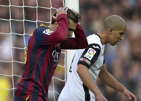 El Valencia da la sorpresa en el Camp Nou y deja el liderato en bandeja al Atleti (2-3)