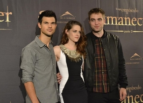 Kristen Stewart, Robert Pattinson, y Taylor Lautner pisan Madrid para promocionar 'Amanecer parte II'