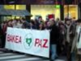Gesto por la Paz para condenar el atentado de Barajas