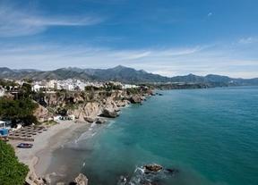 Playa d'en Bossa (Ibiza) y Marbella, los destinos más caros para estas vacaciones