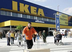 Un Ikea valenciano es 'acosado' por miles de personas que creían que se ofertaba empleo