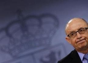 Los 'sabios' de la reforma fiscal obvian a la clase media: proponen bajar los tipos mínimos y máximos del IRPF