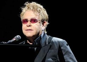 Elton John se sincera: 'Esnifé tanta cocaína que es un milagro que esté vivo'
